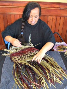 Flax weaving demonstration at Rotorua Museum