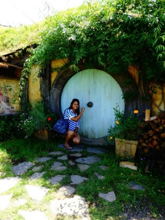 Hobbiton Tour - hobbit hole doorway