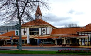 Rotorua airport services - bus takes you to the i-site